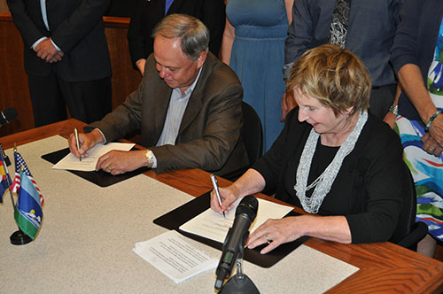 Mayor Sloan Signs an MOU